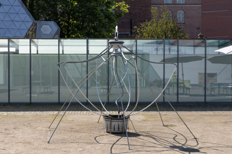 Sofia Duchovny, Fountain (voll im Leben) (2019), installation view in the Sculpture Garden, Kunsthal Aarhus. Photo: Mikkel Kaldal.