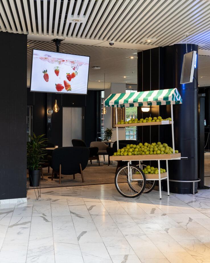 Peter Land, Falling Fruit (2018) & Ladies Night (2018), installation view in Radisson Blu Hotel. Photo: Mikkel Kaldal.